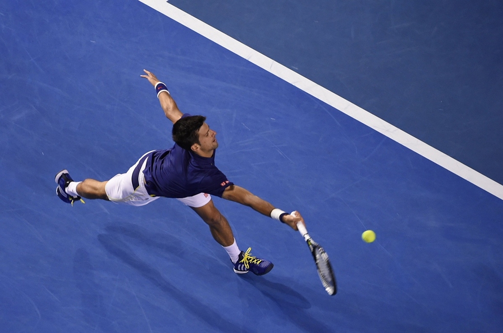 afp. hét képei - 2016.01.28. Novak Djokovic, Svájc, Serbia's Novak Djokovic plays a forehand return during his men's singles semi-final match against Switzerland's Roger Federer on day eleven of the 2016 Australian Open tennis tournament in Melbourne on J
