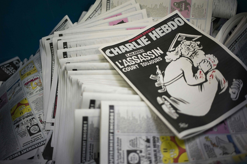 afp. hét képei - Párizs, Franciaország, 2015.01.04. nyomdában a Charlie Hebdo, egy éve történt a mészárlás, - January 4, 2015 at a printing house near Paris shows the cover of the latest edition of the French Satirical magazine Charlie Hebdo bearing a hea