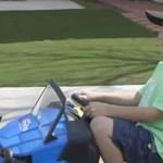 Több mint húszezer dollárt keresett ez a hétéves fiú műanyag palackok begyűjtéséből – videó