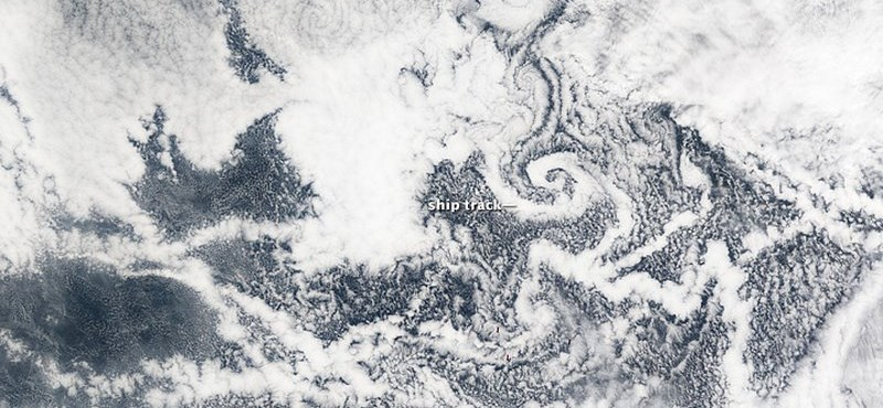 Megcsavarta a felhőket egy sziget – űrfotó
