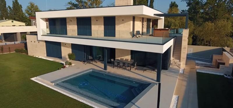 Dárdai Pál luxusvillát építtetett a Balatonnál, és a medence se semmi – fotók
