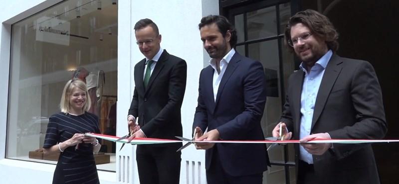 Nanushka-butikot nyitott meg Londonban Szijjártó Péter