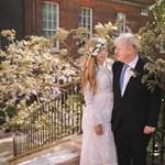 Így mutat egy boldog miniszterelnök a menyasszonya oldalán