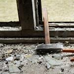 Másfél év egy ajtó beépítésére – ekkora a munkaerőhiány az építőiparban