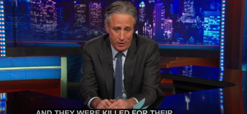 Jon Stewart: nem kéne bátorság a viccelődéshez