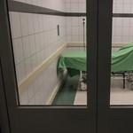 Börtönt kapott az ápolónőt fejbe rúgó beteg