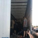 33 menekültet kapcsoltak le egy török kamionban a román határnál