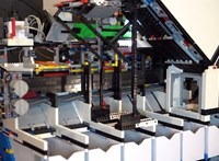 Videó: 30 kocka/perc sebességgel dolgozik a legóválogató gép, amit mesterséges intelligencia hajt