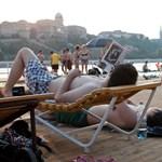 Miért olvasunk szexet a strandon?