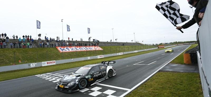 Varázsolt a Mercedes a DTM káoszfutamán
