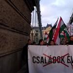 Túlóratörvény: a Sándor-palotához vonult a Jobbik
