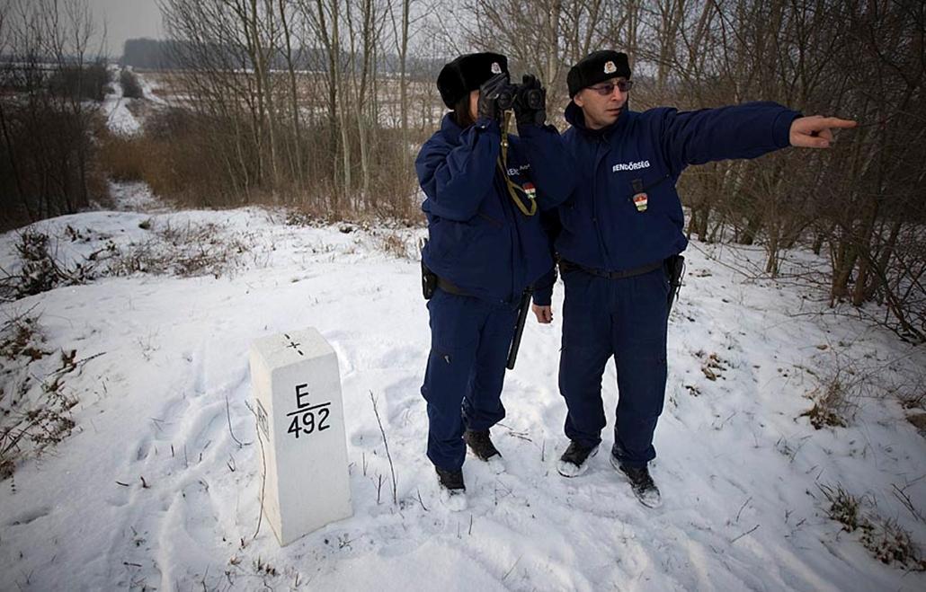 Őrjáraton a röszkei határszakaszon- embercsempészek, menekültek, illegális határátlépés, határőrség, rendőrség,