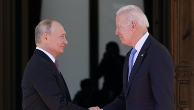 Nem mutogatta izmait, de azért odaszólogatott egymásnak Biden és Putyin