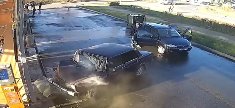 Mosatni indult a Ladát a sofőr, de nagyon megbánta – videó