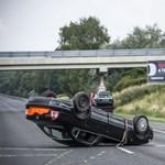 Utánfutó-baleset: egy svájci autó utasai haltak meg az M1-esen – fotók