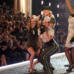 Óriási divatbemutatóval látogatott haza Victoria Beckham