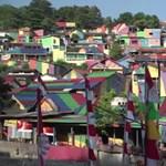 Az egész világ az indonéziai szivárványfalu csodájára jár – videó