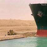 Kiszabadult a Szuezi-csatornában rekedt teherhajó – videó