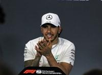 Élete századik pole pozícióját szerezte Lewis Hamilton