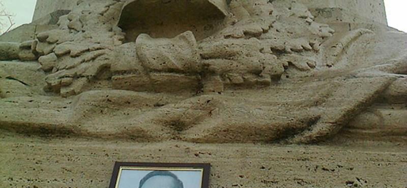 Szálasinak állított emléket valaki Szolnok belvárosában - olvasói fotó