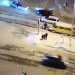 Néhány pillanat alatt kétszer gázolták el ugyanazt a gyalogost - videó