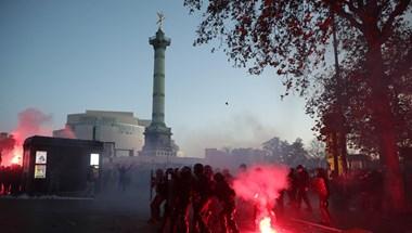 Közel 100 rendőr sebesült meg a hétvégi tüntetéseken Franciaországban