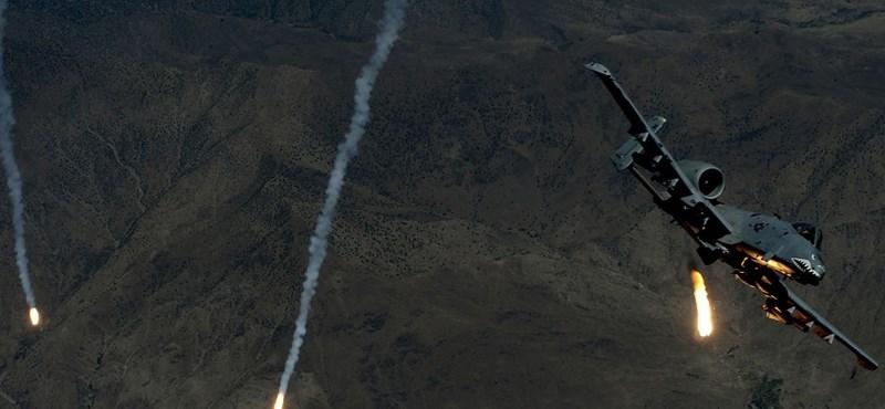 Virágnyelven került be a Közlönybe az amerikai csatagépek érkezése