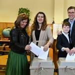Karácsony Gergely családjával ment szavazni – fotók