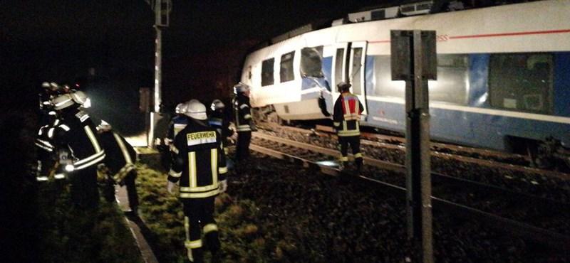 Durva vonatbaleset Németországban: akár ötven sérült is lehet