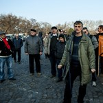 Április elejére tömegtüntetést szervez a Lánchíd elfoglalója