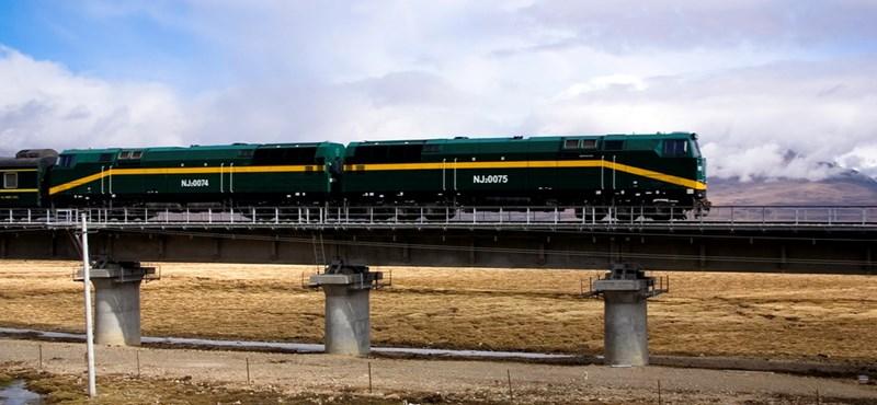 Száguldás a világ leghosszabb vasútvonalán - videók