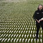 Így is lehet több mint 73 ezer elhunyt katonára egyenként emlékezni (fotó)