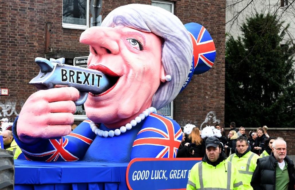 NE_HASZNÁLD! theresa may brexit düsseldorfi karnevál parádé