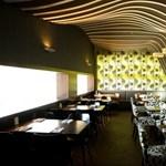 Étterem a dombtetőn: lankák kívül és belül