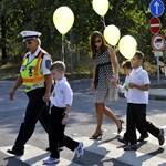 Elnézést kért az iskolarendőrtől a gyerekek előtt megbilincselt apuka