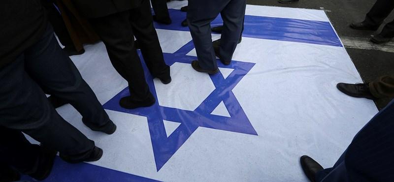 Antiszemita plakátok jelentek meg Budapesten az Index újságíróiról