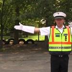 Emlékszik még a rendőri karjelzések jelentésére? Sokat segít ez a rövid videó