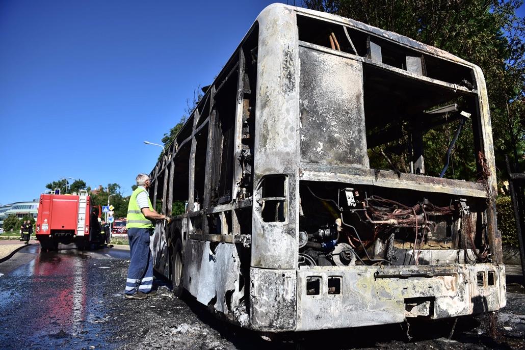 BKV busz kiégett 20160704