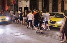 Razzia volt a bulinegyedben: taxisokat is ellenőriztek a rendőrök