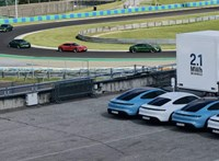 A Hungaroringen mutatta be gigantikus elektromosautó-töltőjét a Porsche
