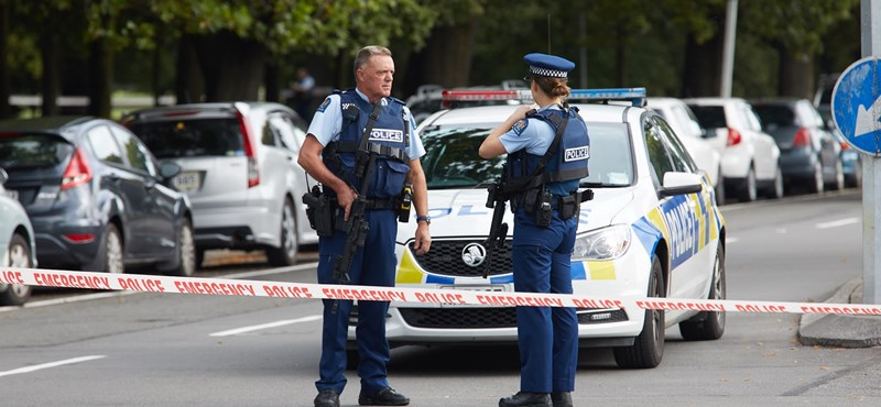 Tömeggyilkosság Új-Zélandon: legalább 40 emberrel végeztek mecsetekre támadó fegyveresek