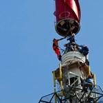 Hatalmas antennát emeltek a levegőbe Győrben - fotók