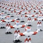 """Kínában megdöntötték az """"együtt táncoló robotok"""" világrekordját"""