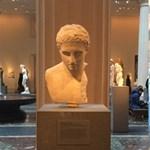 Mivel mulatják az időt a szobrok és a festmények? -fotók