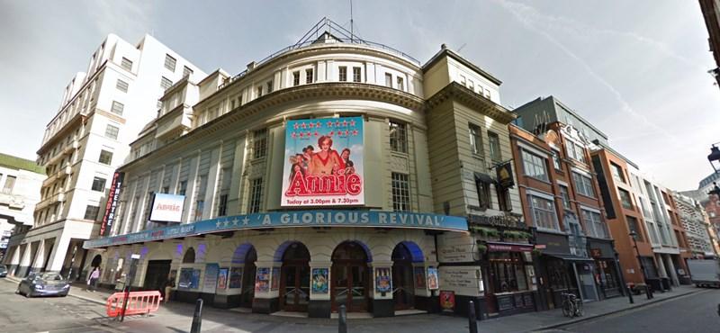 Előadás közben szakadt le a mennyezet London egyik színházában