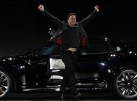 "Elon Musk bemutatta a három motoros, ""őrült gyors"" Teslát"