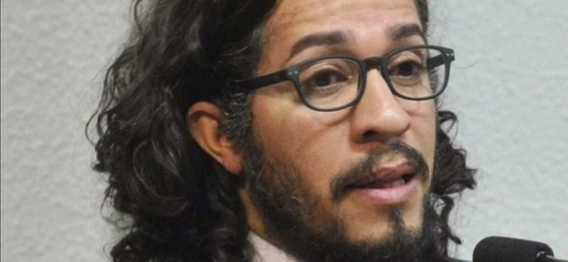 Halálos fenyegetéseket kapott, ezért lemondott Brazília első vállaltan meleg képviselője
