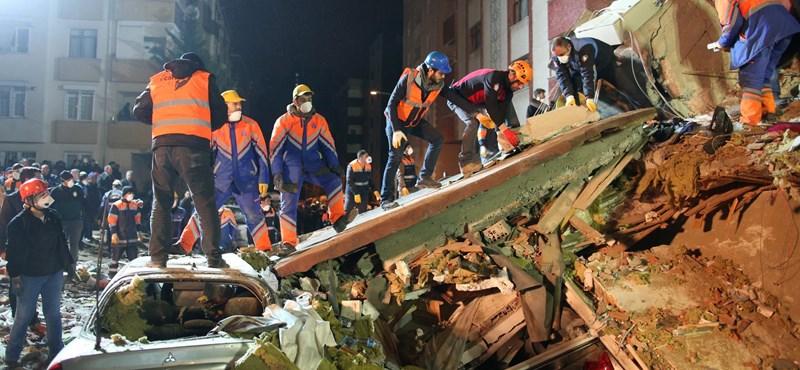 Már huszonegy áldozata van az isztambuli házomlásnak