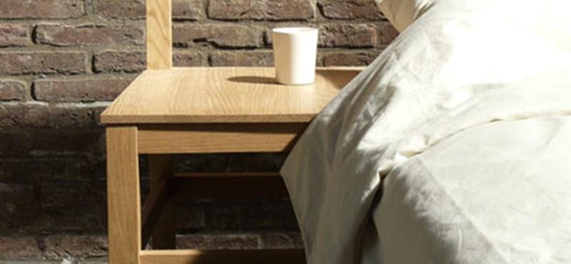 Egy igazán szép éjjeli asztalka - szék az ágyban
