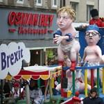 Hernyóként és pelenkás babaként ábrázolták Orbánt a német karneválokon
